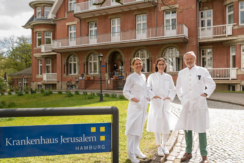Prof. Dr. Wölber, Dr. Schlotfeldt, Priv.-Doz. Dr. Prieske vor dem Jerusalem