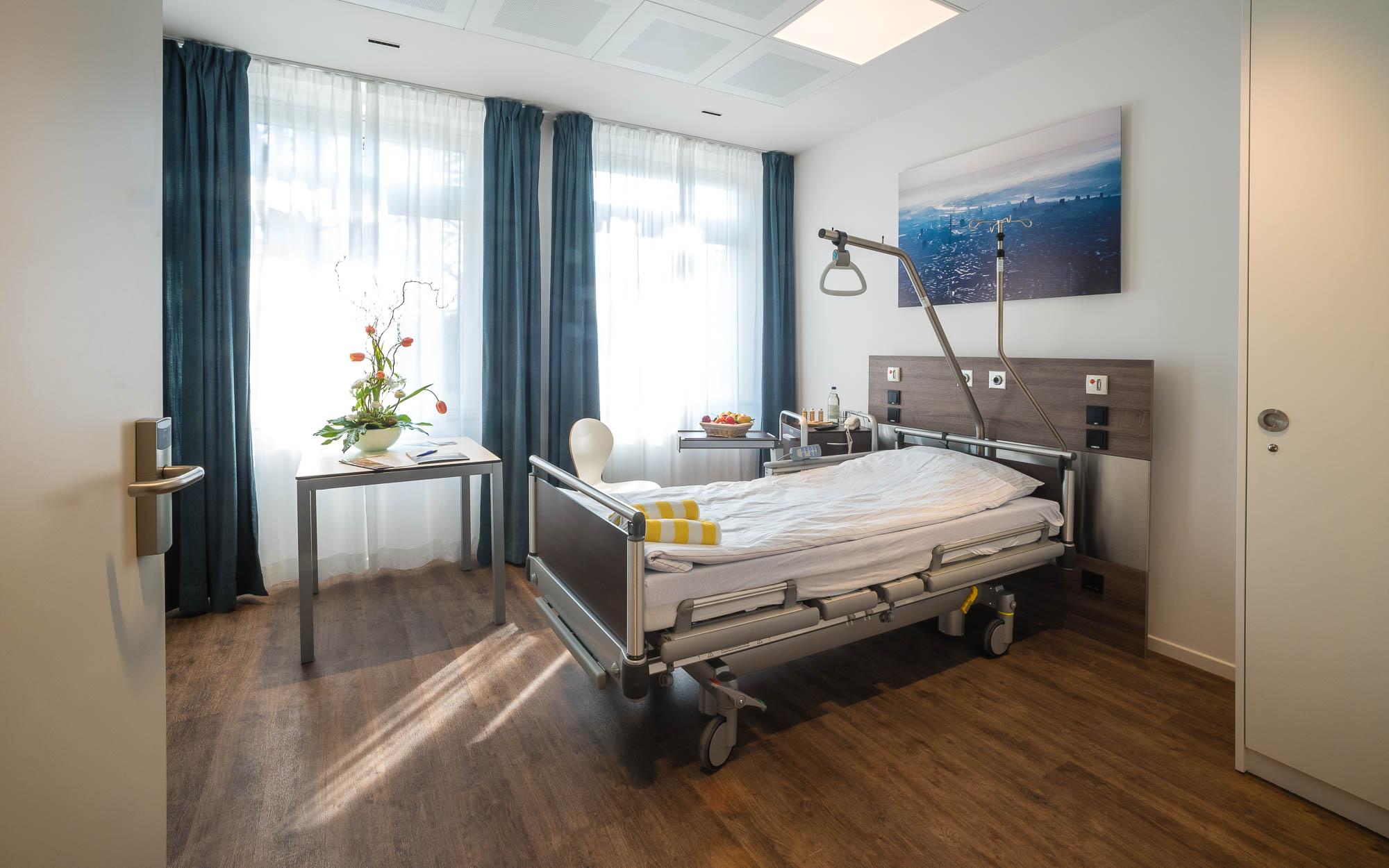Patientenzimmer, Krankenhaus Jerusalem, Hamburg, 2016 | [© (c) Martin Zitzlaff, Hamburg, www.zitzlaff.com, Veroeffentlichung nur gegen Honorar (MFM) und Belegexemplar, mit Namensnennung]
